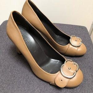 Like new Gucci sachalin pumps with GG buckle